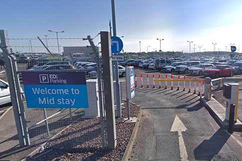 Edinburgh-Airport-Mid-Stay-Entrance-Sign