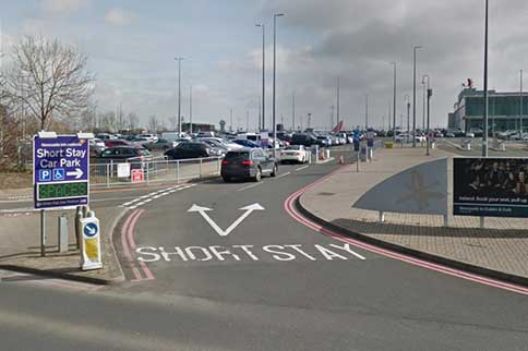 Newcastle-Airport-Short-Stay-Signage