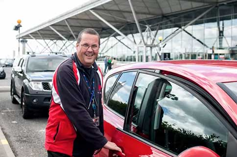 Stansted-Airport-I-Love-Meet-and-Greet-Worker