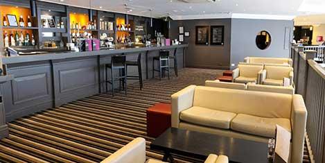 MAN Crowne Plaza Bar