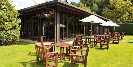 MAN Britannia Airport Inn Outdoor Dining