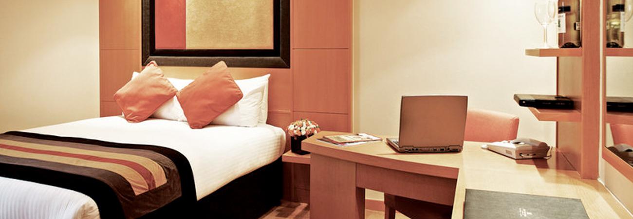 Gatwick Copthorne Hotel bedroom