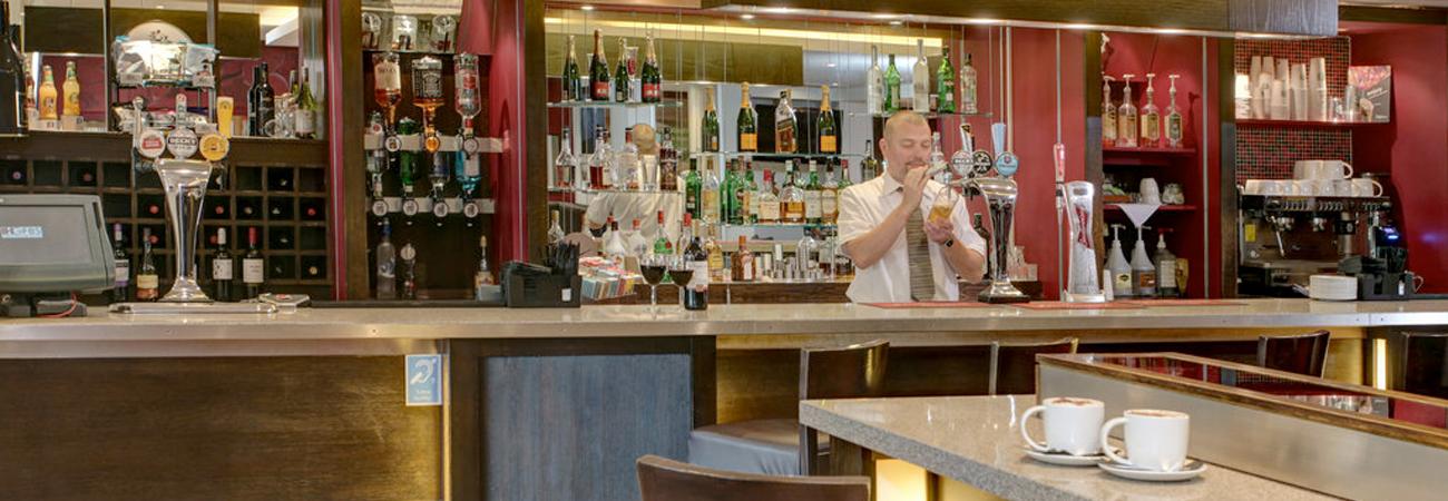 Gatwick Holiday Inn Hotel bar
