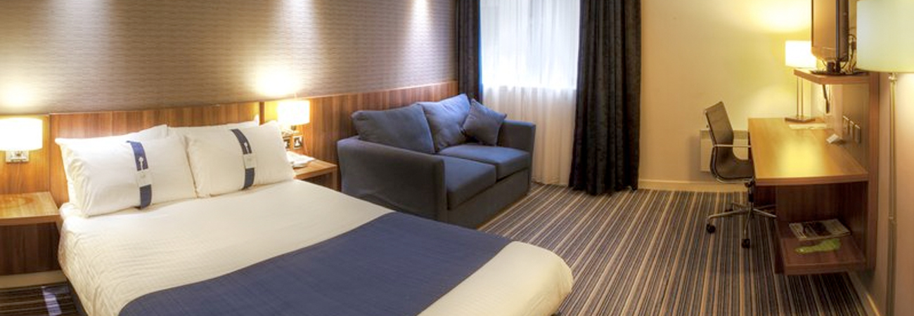 Edinburgh Holiday Inn Express with Parking bedroom
