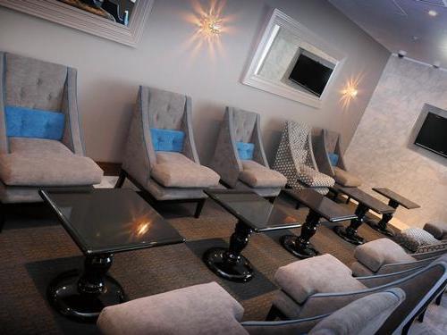 No.1 Birmingham Airport Lounge seats