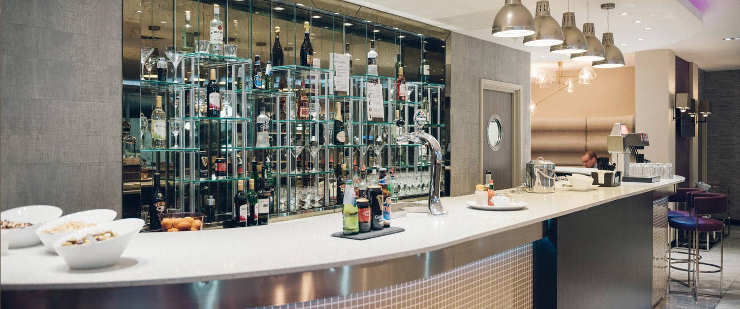 Aspire Lounge at Luton Airport bar