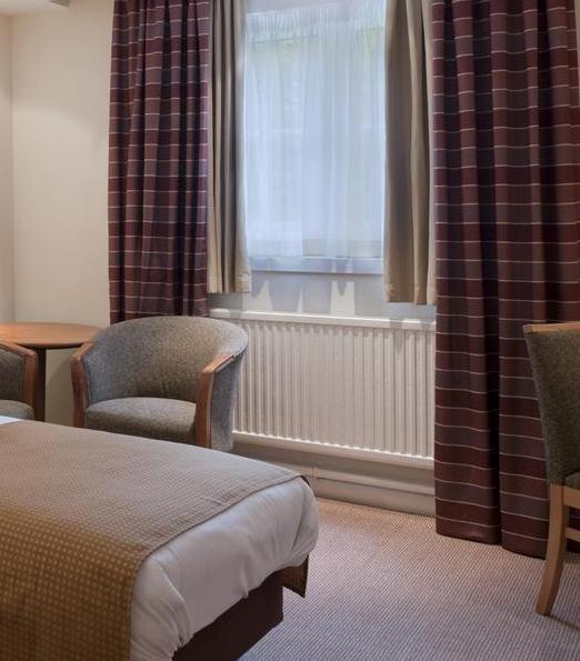 Manchester Britannia Airport Inn Hotel bedroom